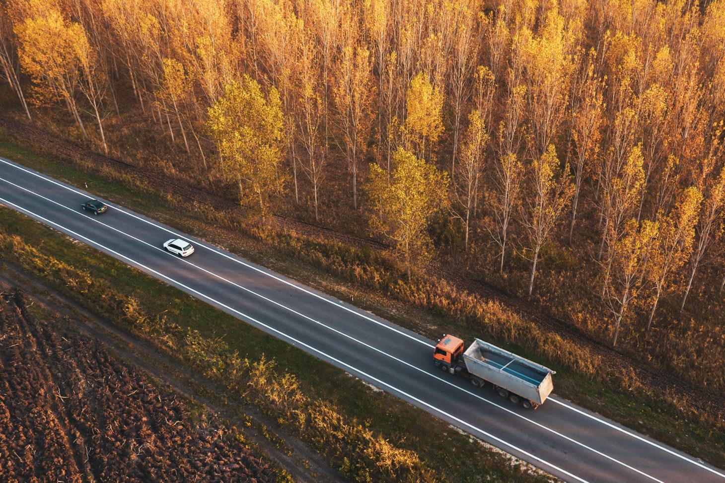 Camion-route-foret-filières-mauffrey