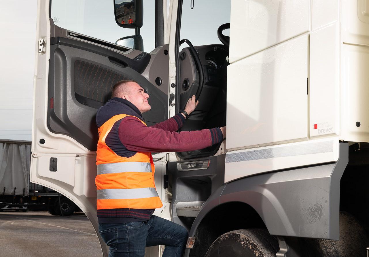 Formation Apprenti Transformation Extérieur chauffeur poids-lourd