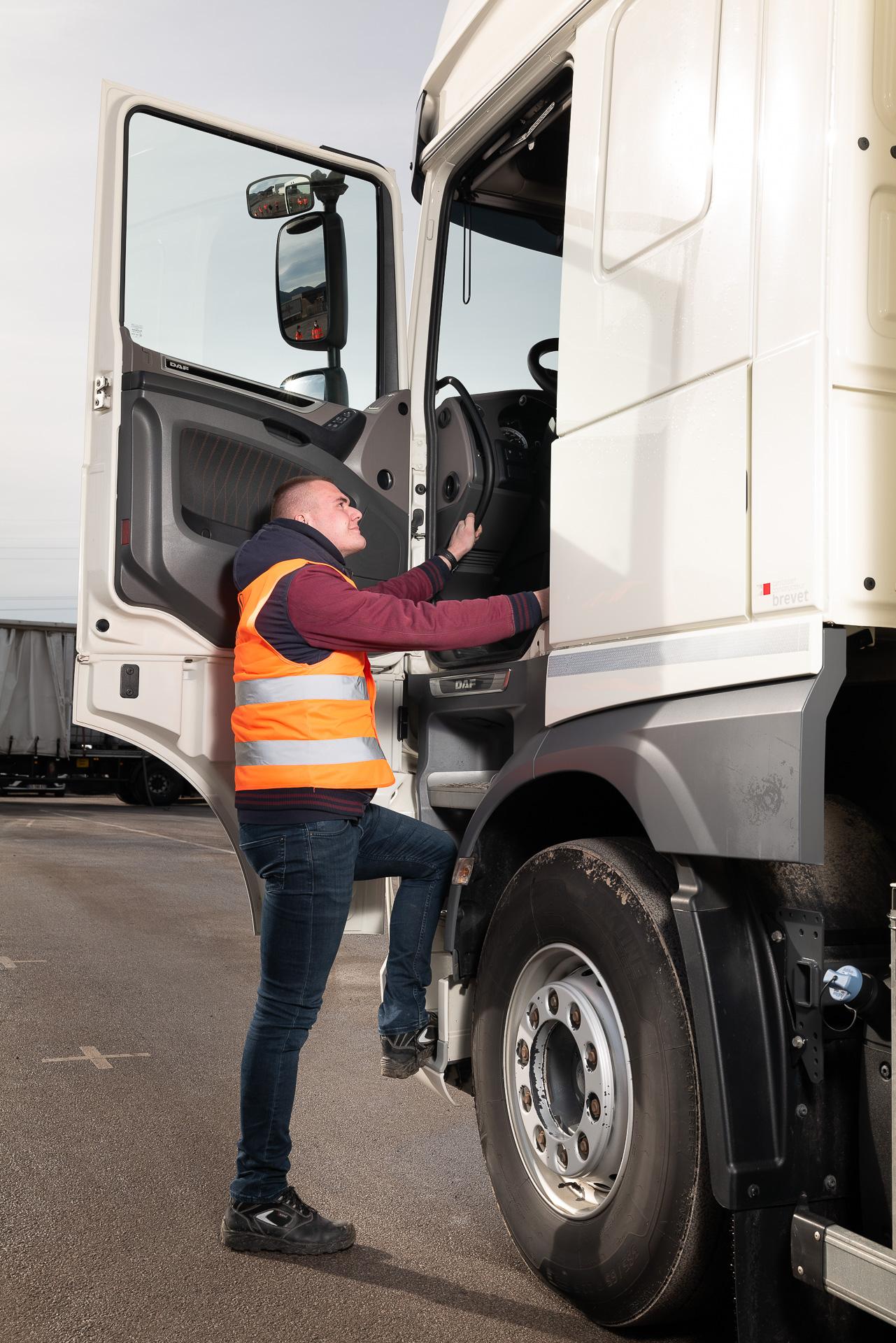 Formation Apprenti Transformation Extérieur - location de véhicules avec conducteurs - travailler chez Mauffrey